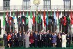 Saudi tolak bendera Suriah di KTT Liga Arab  RIYADH (Arrahmah.com)  Arab Saudi menolak memasukkan bendera Suriah di KTT Liga Arab yang dijadwalkan diselenggarakan di Yordania hari ini (29/3/2017).  Beberapa sumber di Suriah mengatakan bahwa Irak Libanon Yordania dan Aljazair telah menyerukan untuk mengembalikan rezim Suriah ke Liga Arab tetapi upaya mereka ditolak oleh negara-negara Teluk yang dipimpin oleh Arab Saudi.  Menteri Luar Negeri Irak Ibrahim Al-Jaafari menyerukan kembalinya Suriah…
