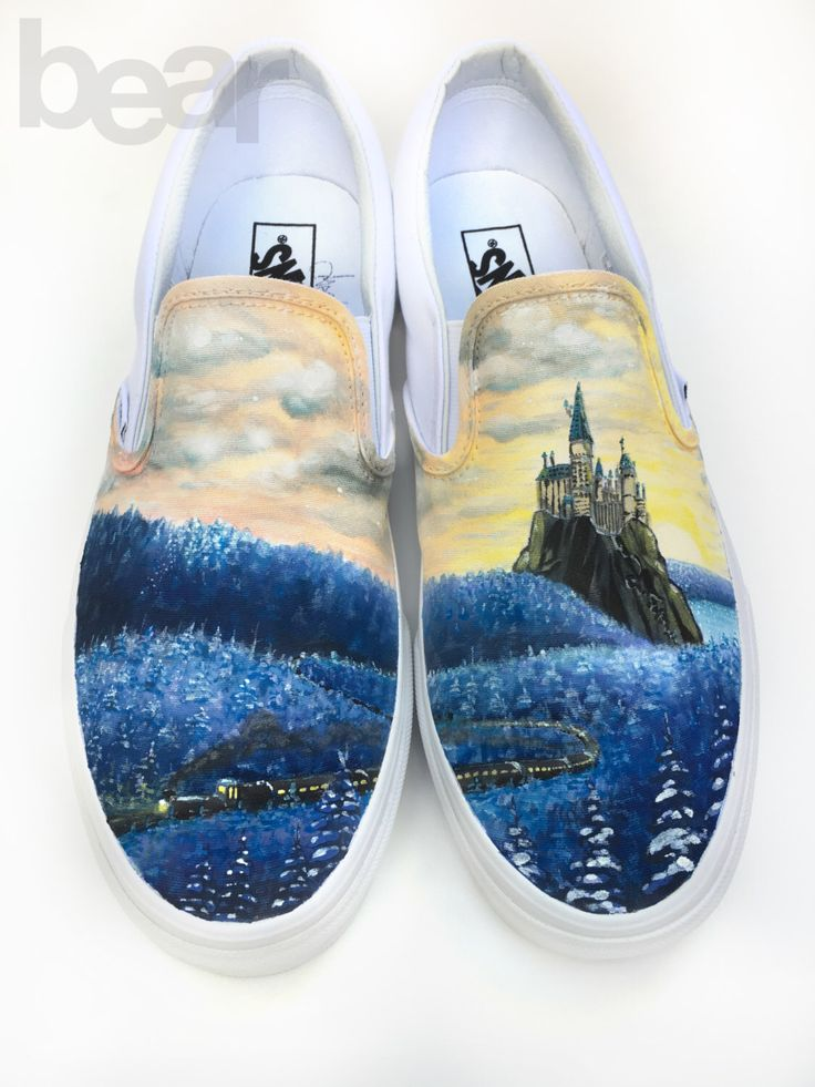 Vans personnalisé main peinte chaussures - Train dans la forêt d'hiver par BearGallery sur Etsy https://www.etsy.com/fr/listing/262182518/vans-personnalise-main-peinte-chaussures