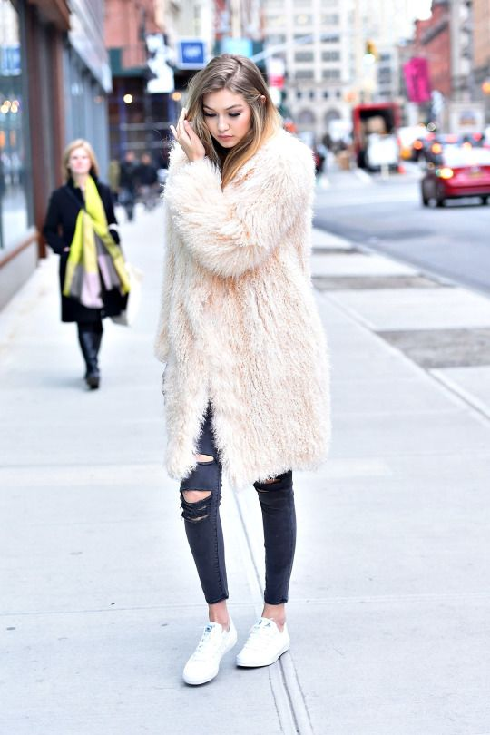 Oh my....grrr I just want that faux fur