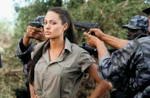Am i the only one that thinks Angelina Jolie/Lara Croft look alot alike fucking Pocahontas? Anyone?