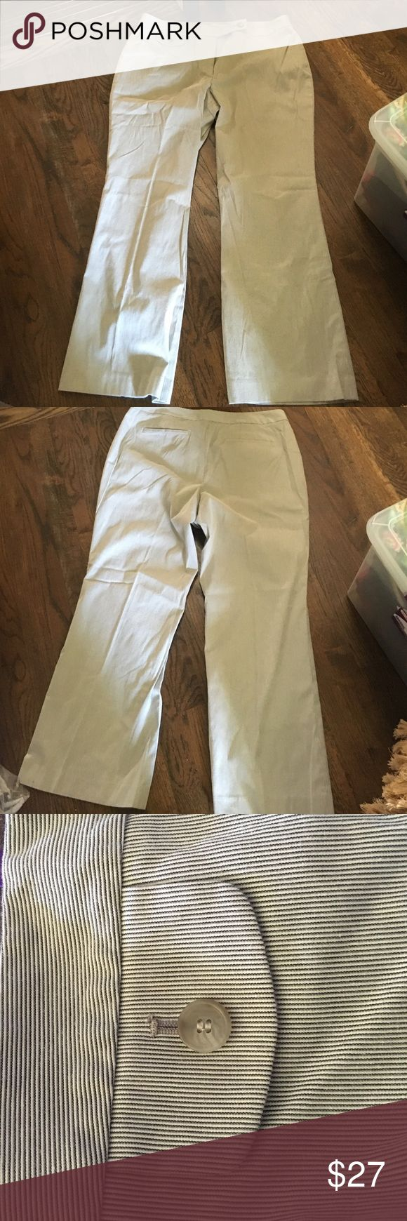 "Loft gray/white cotton pants Loft gray and white cotton pants. Front zipper and pickets on back. Not lined in great condition. 29"" inseam LOFT Pants"