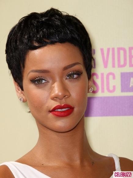 Photos - Rihanna at MTV Video Music Awards 2012 - 5 - CelebuzzLipsticks, Beautiful, Flawless Makeup, Rihanna Makeup, Pink Lips,  Lips Rouge, Hair, Lips Colors, Eye
