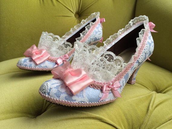 https://www.etsy.com/pt/listing/207006624/marie-antoinette-costume-shoes-heels?ref=market
