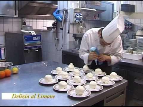 La delizia limone  L'anica taverna Sorrentina 1860 produce la delizia al limone è il dolce tipico sorrentino lo chef pasticciere Gargiulo Guglielmo vi svela la sua preparazione professionale