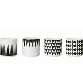 Ferm Livings Geometry Becher sind nun um die Espresso-Variante reicher, die im 4er Pack geliefert wird. Grafische Muster sind wieder in - auch auf Porzellan.
