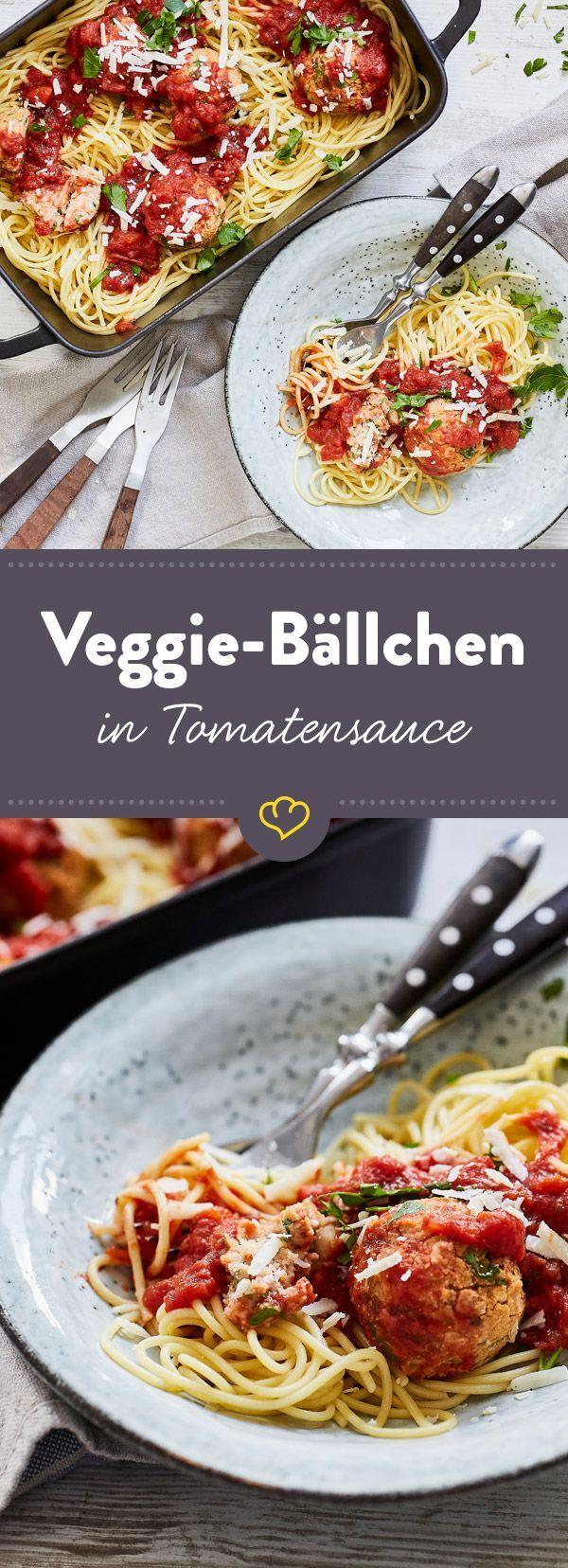 Lieblingspasta satt, Tomatensauce und Veggie-Bällchen, die Klein und Groß fleischlos glücklich machen. So geht Familien-Dinner!