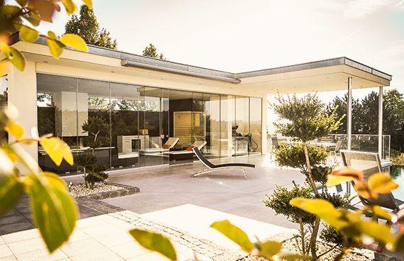 schiebet ren aus glas f r ein poolhaus in ober sterreich balkon terrassenverglasung. Black Bedroom Furniture Sets. Home Design Ideas