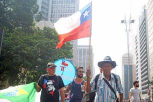 manifestante bandeira cuba a bussola quebrada