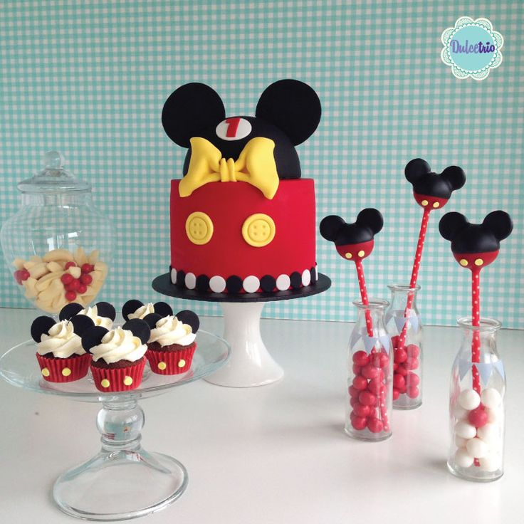 A #mickey set of #minis #cakepops and a beautiful #cake to celebrate a #firtsbirthday!