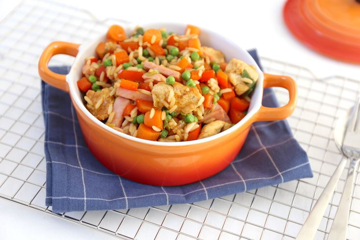 Gebakken rijst met kip en groenten