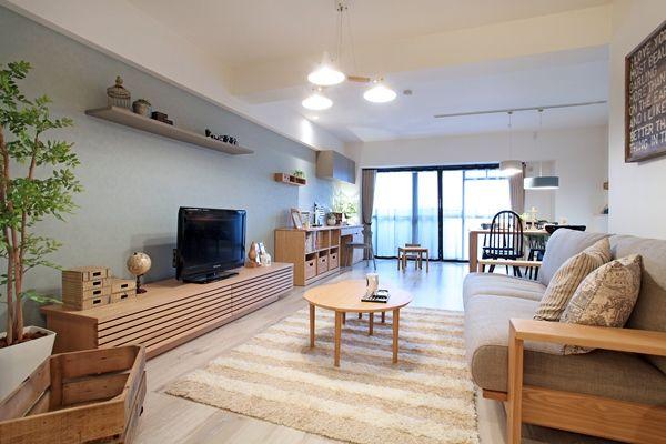 家具屋が提案する中古マンションリノベーション!家具から始まる家づくりを提案します。家具の配置や使い方に合わせて部屋を間仕切るリノベーション、子育てに合わせた間取り提案などおすすめポイント盛りだくさんのリノベーションです! コーディネートのテーマカラーは「ナチュラル&ライトブルー&グレー&ブラック」とし、ナチュラルベースにブラック色やグレー色、ライトブルー色のアイテムを取り入れながらコーディネートしております!