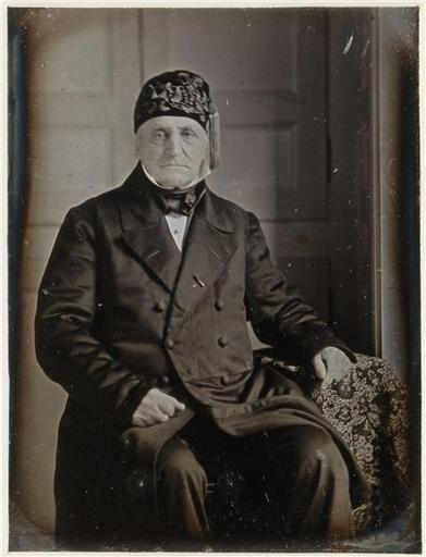 Monsieur Naveaux de Piennes, ca. 1861, photographed by Jean-Baptiste Sabatier-Blot. Paris, musée d'Orsay. Smoking cap worn with frock coat.