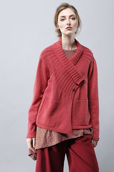 Jacke Inger. Take a sweater upside down, shape collar from waist ribbing, cut off sleeves, make pockets out or arm holes, shape bottom ?? Create new arm holes add sleeves from contrasting sweater parts
