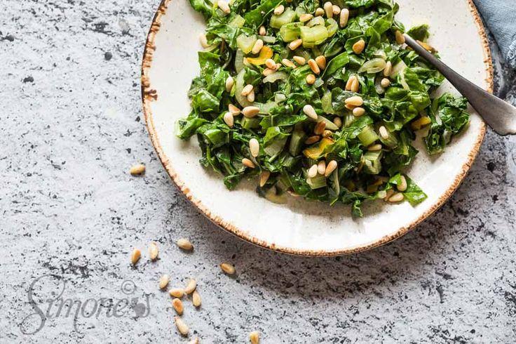 Knapperige snijbiet met knoflook en pijnboompitjes en toch maar niet vega | Simone's Kitchen