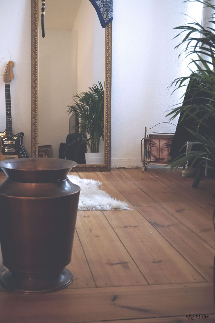 Minimalistic kitchen. Smart kitchen organization. Glass jars. Farmhouse feel. Vegan. Ikea. Scandinavian home interior. Smart solutions. Small apartment. Vintage. Retro. Second hand. Handmedowns. Decoration