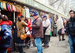 Shopping in Beijing. When we are done visiting China's must see temples it will be off to the local markets to have fun bargaining and spotting designer fakes! Xiushui Street is known as the Beijing silk street. #kiwibemine