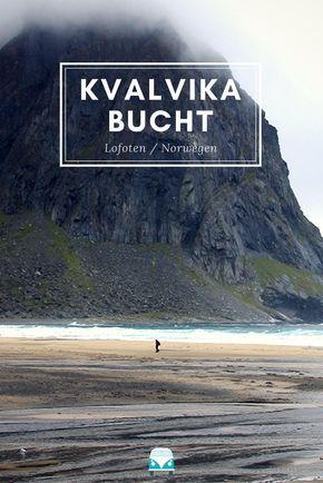 """Eigentlich verdient auf den Lofoten jede Wanderung das Prädikat """"mit Aussicht"""". Und die Wanderung zur Kvalvika Bucht hat dabei sogar noch einen drauf gesetzt. Eine Bucht, nur zu Fuß erreichbar, in fantastischstem Blau und Grün. Mit einer perfekten Mischung zwischen Aussicht und Anstrengung. #KvalvikaBucht #KvalvikaBeach #Kvalvika #Lofoten #Norwegen #Skandinavien"""