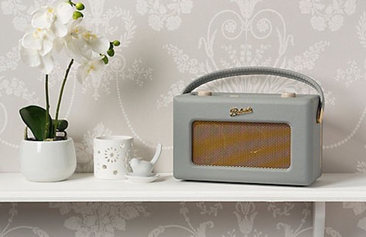 £179.99 | We love this retro Roberts radio 🎼   On the plus side, you can earn points (that can be cashed out!) if your friends buy from your social superstore. We know - such a dream come true!  #BeSoSuper
