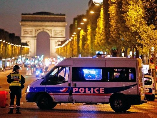 Paris Attack: Gunman Shoots Dead Police Officer on Champs Elysees