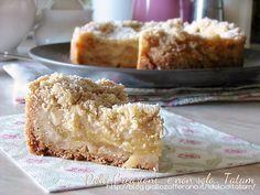 Torta sbriciolata di mele e cannella, una golosissima torta composta da un croccante guscio che racchiude un morbido e profumato ripieno, ad ogni morso ...