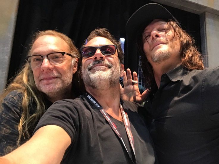"""Jeffrey Dean Morgan on Twitter: """"My dudes. Thanks #SDCC2017 and mostly... thanks all - SDCC17 - Cast - Fangirl - The Walking Dead"""
