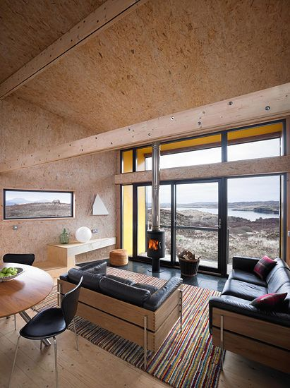 This small wooden house on the Scottish Isle of Skye is lovingly known as hen house. Its design aims to minimise the impact on the surrounding natural environme
