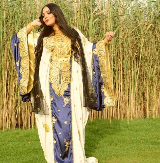 Traditional Arab dress: a jalabiya by Emirati designer Shamsa Al Muhairi. زي تقليدي أماراتي خليجي. ثوب و جلابية. #UAE