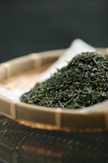 japanese tea - this looks like gyokuro http://www.teapalace.co.uk/Gyokuro-Asahi-P303/