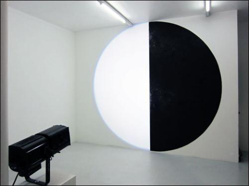 "David Tremlett, Michel Verjux exposition / ""Light from Matter. Matter from light"""