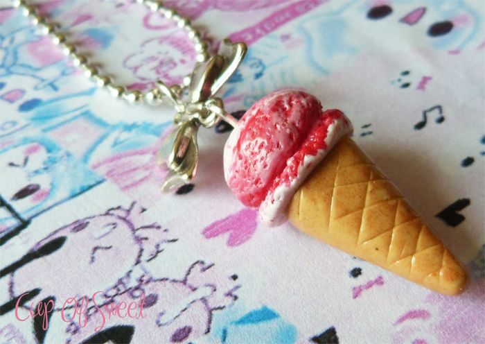 Collier Glace Vanille Fraise    http://www.alittlemarket.com/collier/collier_glace_vanille_fraise_-4432585.html