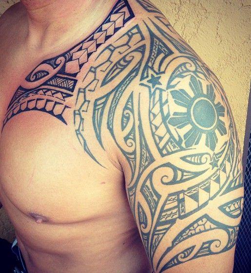 tatouage-maori-armor-epaule-bras-torse-poitrine-pectoraux-homme-files-bandes-symboles-motifs-modele-croix-dessins-polynesiens-samoa-men-arm-tattoo #samoan #tattoo