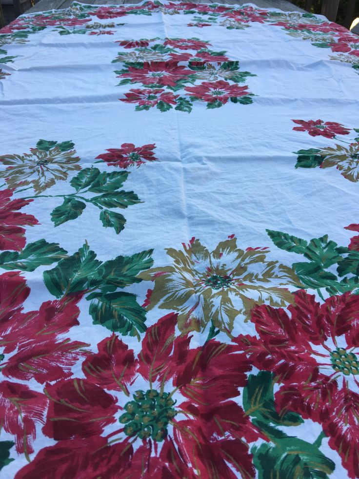 "Vintage Christmas Poinsettia Oval Tablecloth 100% Cotton,  81"" x 60"", Holiday Dining - Made in Indonesia by littlejoesattic on Etsy"