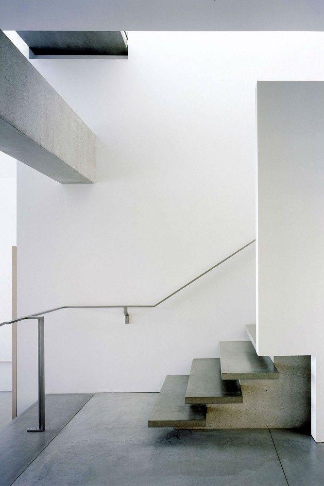Décalage marche / contre-marche et limon, différence de matériaux - Shaw House / Patkau Architects