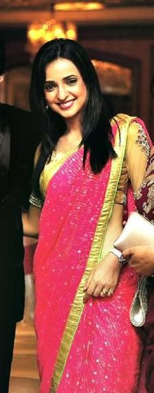Sanaya Irani Photos in Saree