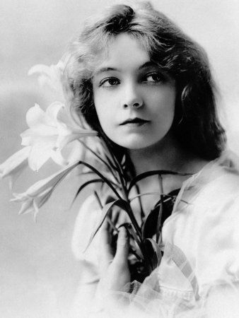 Lillian Gish - I have loved this portrait since I saw it in LIFE magazine 20…