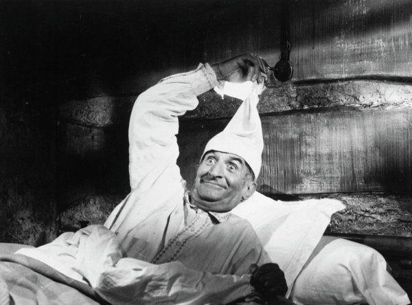 Louis de Funès a rédigé les scénarios pour six films, dont l'œuvre de Jean Girault La Soupe aux choux.
