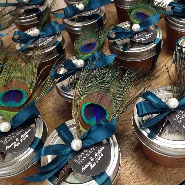 Cadeau pour les invités Pots de caramel fleur de sel avec plume de paon et perle