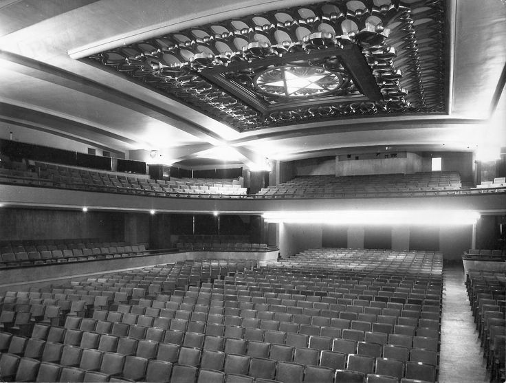 Bilbao, cine del colegio Santiago Apóstol. Inaugurado en 1961, demolido en 1976.