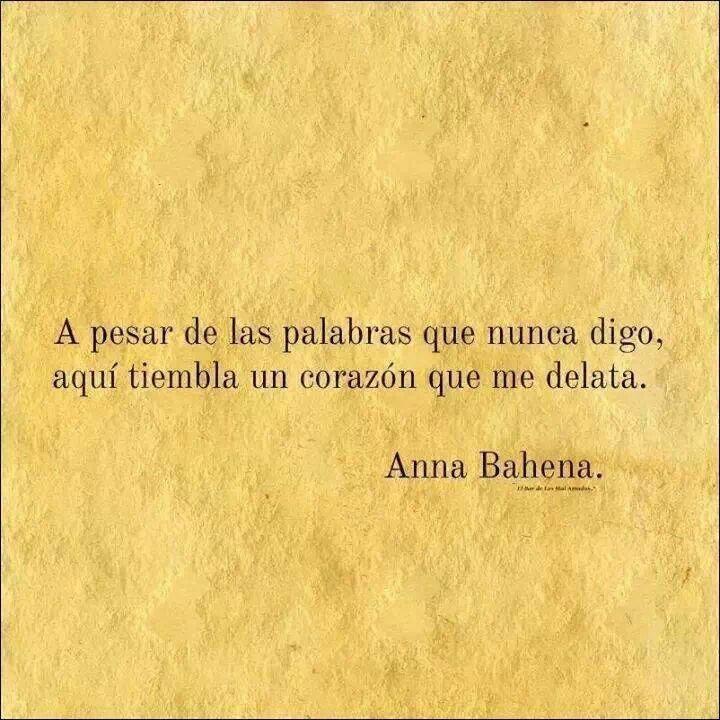 A pesar de las palabras que nunca digo, aquí tiembla un corazón que me delata. Anna Bahena #frases #citas