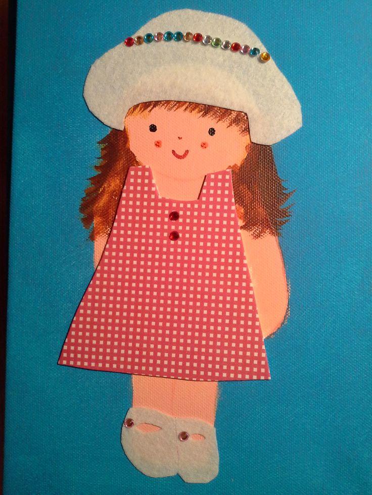 Niña con vestido cuadros y sombrero blanco