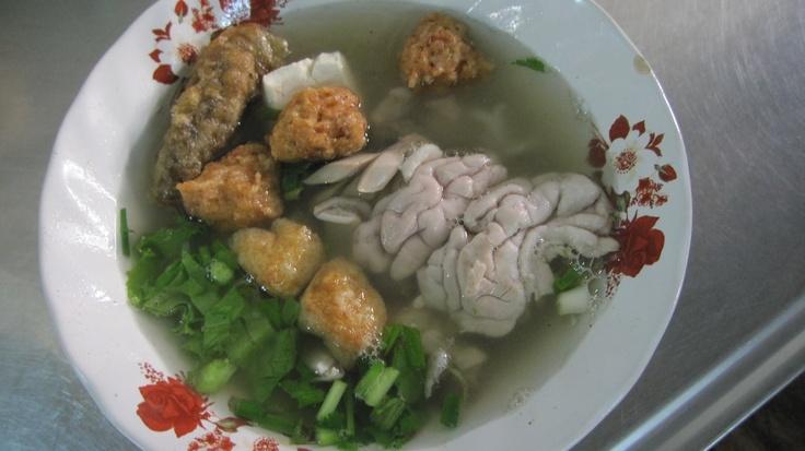 Pork brain soup in Bangkok.Wonder Food, Asian Sensation, Eating Drinks, Weird Љѫδ, Hells Diners, Pork Brain, Gonna Eating, Brain Soup
