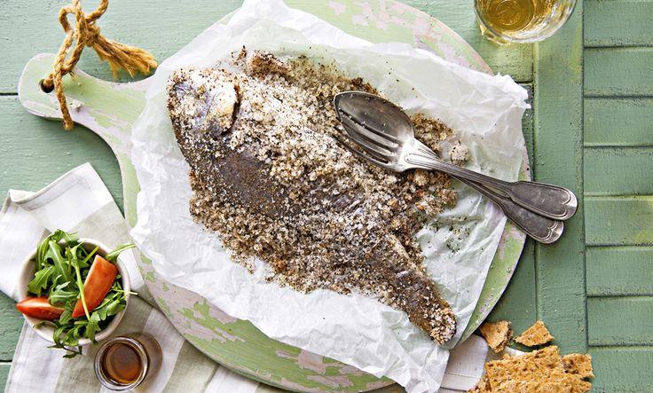 Böjti ínyencség: sókéregben sült durbincs. // Delicious Lent Dish: Bogue baked in salt crust
