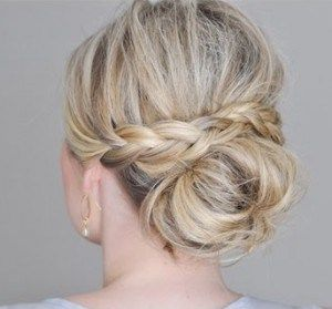 A week of buns! Friday: The Messy Bun with a Braided Wrap @ lulilooafternoon.com