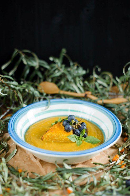 Собирая в пучок всё самое лучшее что осталось после лета, можно обнаружить исключительно оранжевые продукты – облепиху, патиссоны, тыкву. Вот с ней, родимой , мы…