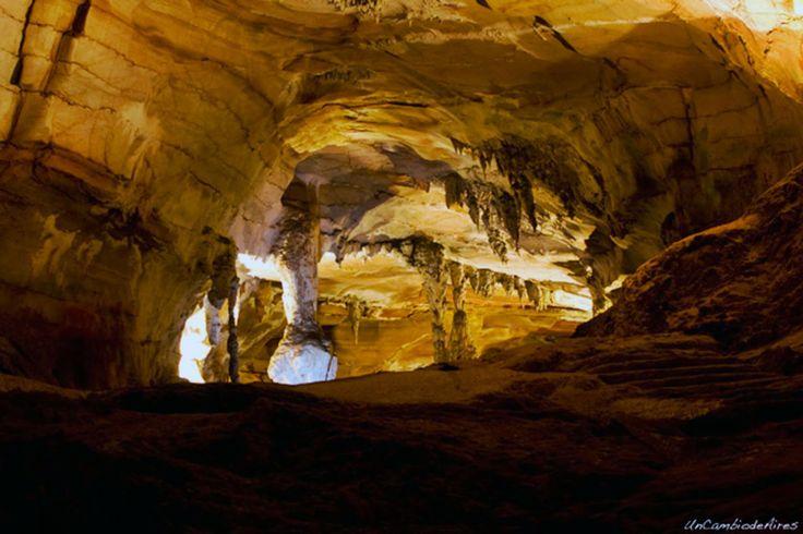 http://www.vietnamitasenmadrid.com/dong-hoi/parque-phong-nha-ke-bang.html Cuevas del Parque nacional de Phong Nha-Ke Bang