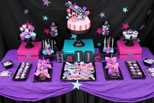 Una mesa de dulces para una fiesta rock / A sweet table for a rock party