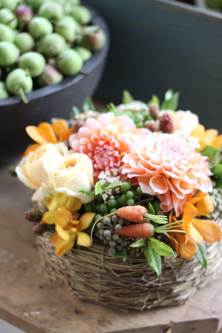 フラワーアレンジメント/ミニキャロット/花どうらく/花屋/http://www.hanadouraku.com/flower arrengement/