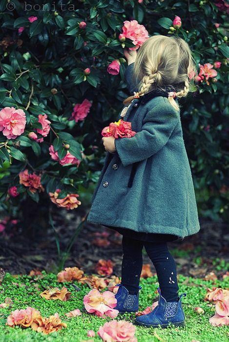 <3: Secret Gardens, French Bulldogs, Sweets Girls, Red Rose, Adorable, Pick Flower, Baby, Flower Children, Stylish Kids