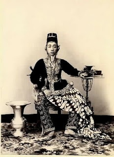 Priyayi means aristocrats or the gentry class in Javanese society. - http://me.odestory.com