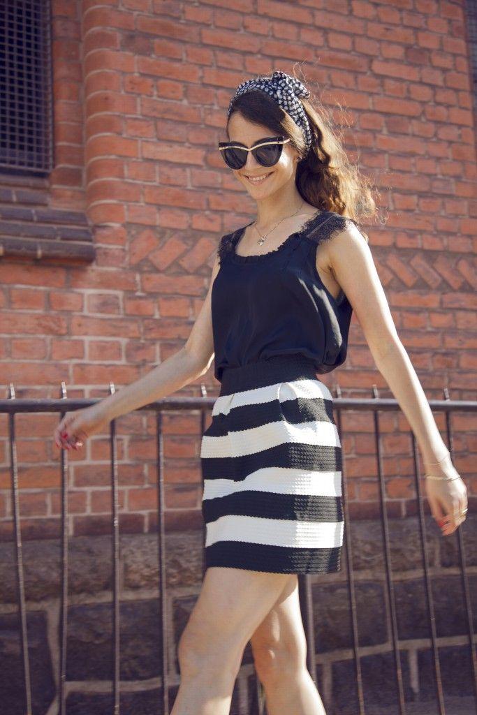 #longlegs #cateyessunglasses #stripesoutfit #mystyle #moda #streetfashion #CatwalkAvenueByAndrea #Andrea #fashion #skirt #blackandwhiteoutfit